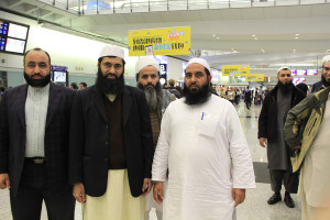 1 Molana Ilyas Ghuman hon kong airport welcome (11)